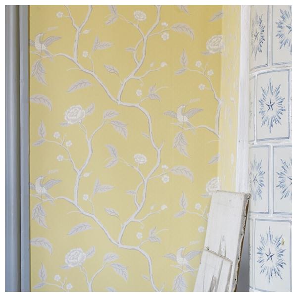 papier peint fond jaune motif d oiseaux sandberg. Black Bedroom Furniture Sets. Home Design Ideas